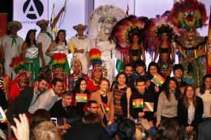La Embajadora Ramos Urzagaste con los grupos de danza