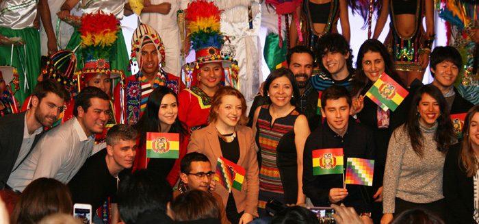 Ramos Urzagaste con los participantes del evento