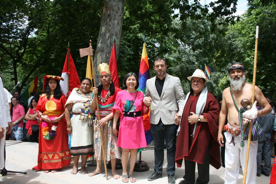 Embajadora Ramos Urzagaste (centro), junto a autoridades